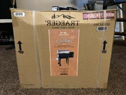 "Junior Elite 20"" Wood Pellet Grill  by Traeger Wood-Fired Gr"